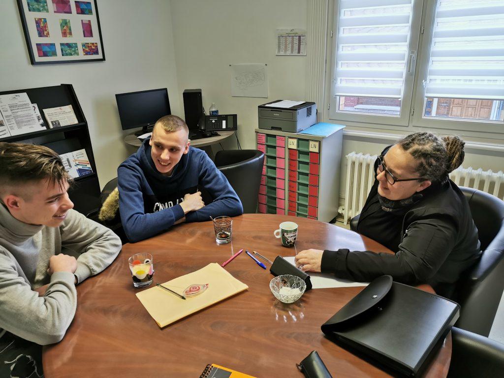 Les jeunes sont reçus au P.A.E.J. dans un cadre apaisé et avec le respect de la confidentialité.